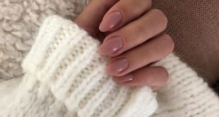 "MAJOR STREET STYLE on Instagram: ""Cozy sweater and pretty nails ? @doses_of..."