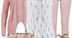 Schicker Frühlingslook aus rosa Strickjacke, rosa Wedges und einem weißen Top....