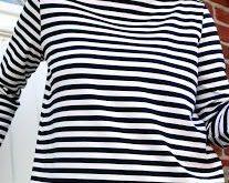 Ein schnell genähter legerer Sommersweater aus Streifenjersey